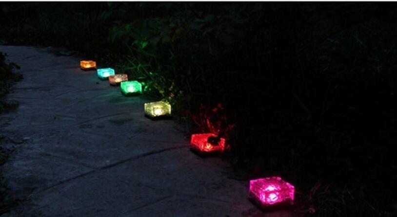 30 pçs / lote À Prova D 'Água de Energia Solar LEVOU Chão De Cristal De Vidro De Tijolo De Gelo Forma Jardim Ao Ar Livre Jardim Luz Paisagem Lâmpadas Subterrâneas