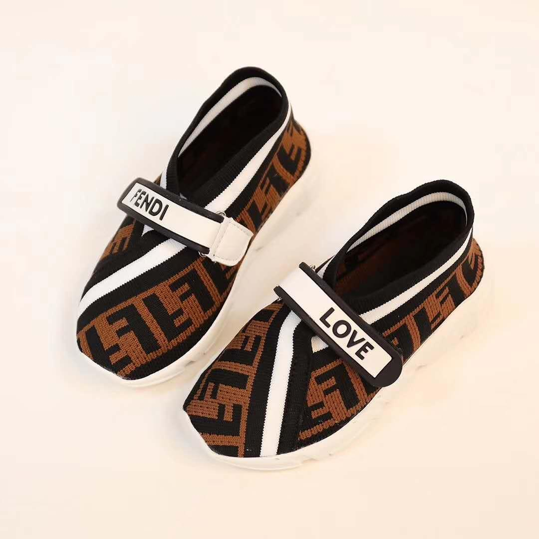 2019 New Baby Boys girl package toe Sandals toddler Soft Leather lattice pattern Sandal Shoes Beach hole Travel kids sneakers bur-b5