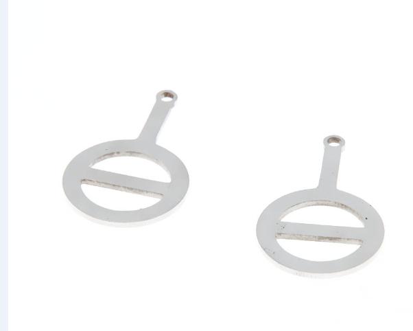 Blanca amplia de collar o joyas con acero inoxidable pulido o-ring remolque