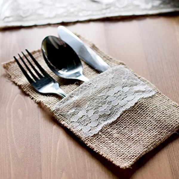 Yebobo 50 Pezzi di Iuta Naturale Posate Coltelli e forchette Set di Posate Posate Borsa Supporto Tela e Pizzo Decorazione di Cerimonia Nuziale del Partito 21 x 11 cm