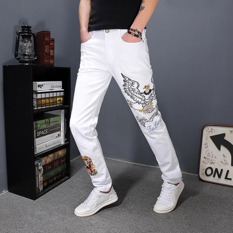 Pop2019 201 Primavera Xia Xinkuan Fresco Lupo Tribù Jeans bianchi Uomo coltivati piedi legati pantaloni Ricamo fiore usura degli uomini generazione Hai