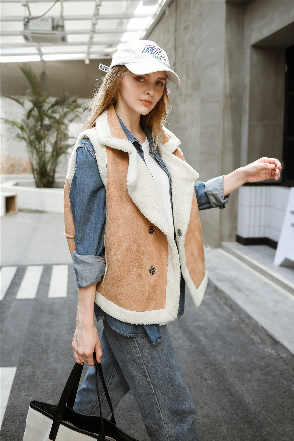 New Winter Women Shearling Vests Faux Suede Leather Sleeveless Jackets Female Faux Lambs Wool Waistcoats