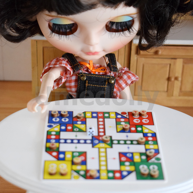miniature dollhouse chess (2)