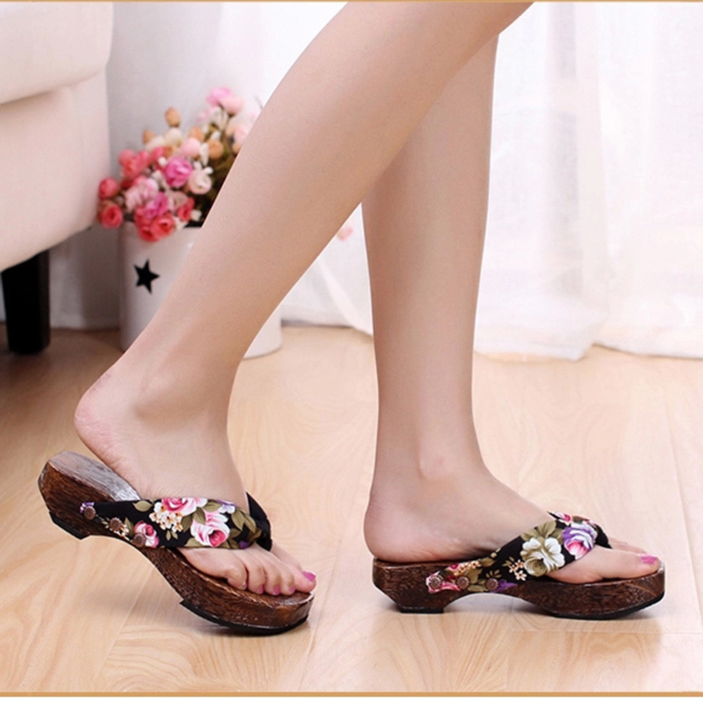 Le donne Geta moda giapponese Floreale Pantofola Donna Casual legno Intasa Cosplay shoes