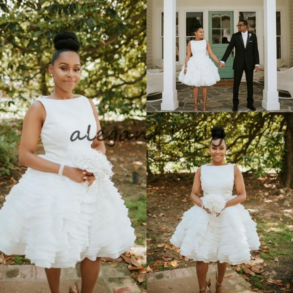 Minimalist Modern Stylish Short Brautkleider mit Rüschenrock 17 Vintage  Jewel Neck Puffy Short Bride Country Brautkleid aus den 17er Jahren