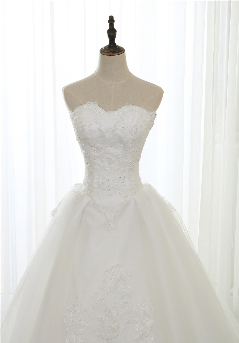 Elegant White Lace Wedding Dress VLNUO NISA Delicate Beading Applique Sexy  Strapless Bridal Dress Royal Train Wedding Gowns Gorgeous Dresses Guest Of