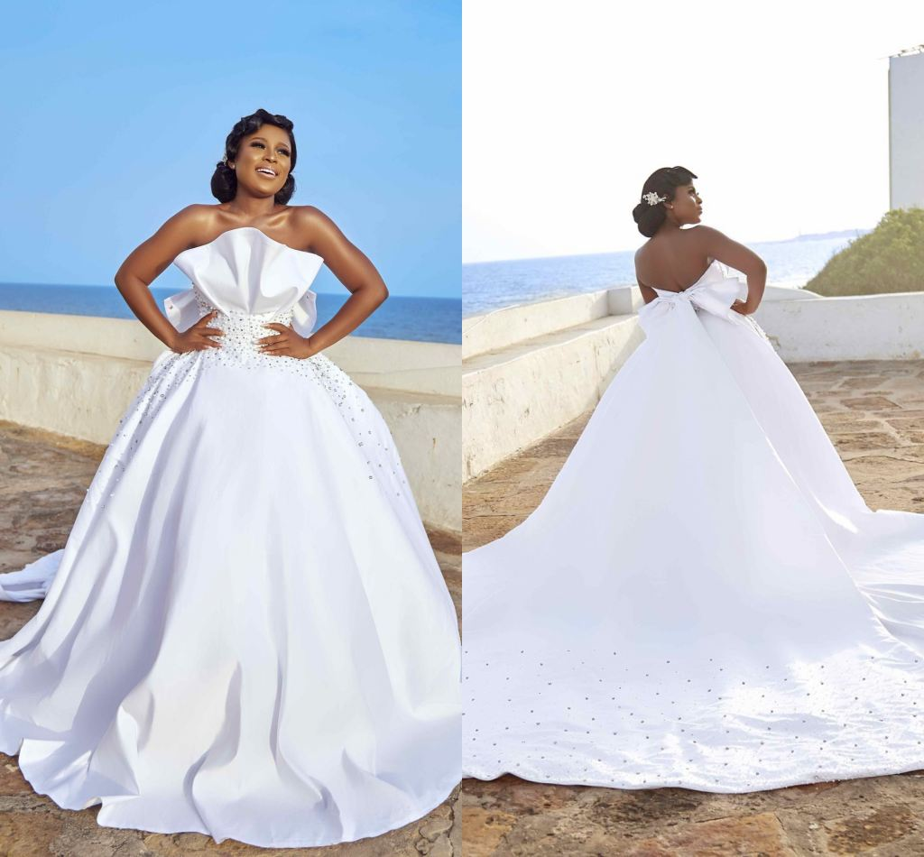 Sexy African White Beaded Ball Gown Wedding Dress With Big Sash