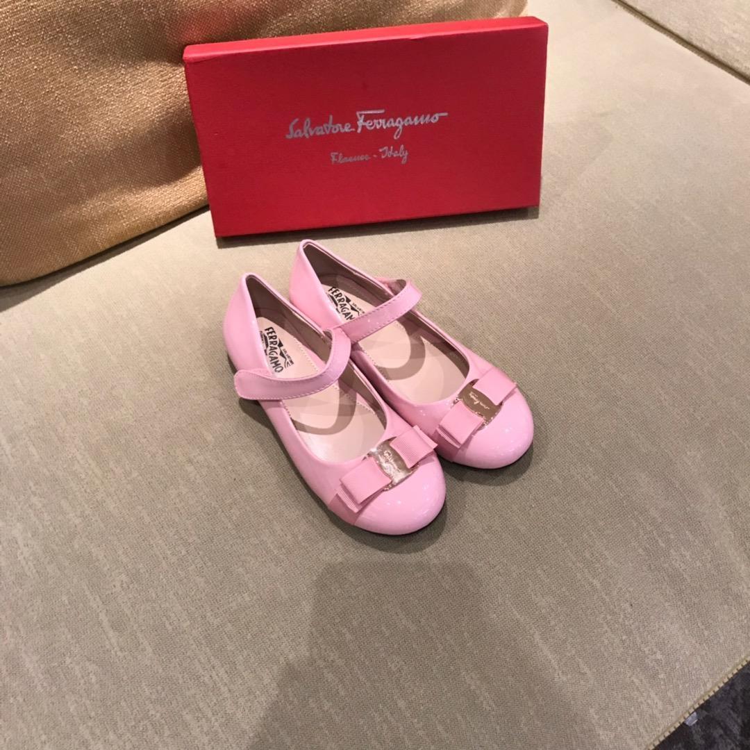 Kinder Schuhe Frühling Elegante Niet Bow Princess Schuhe Lackleder Kinder Low-Heeled Chaussures Enfants Brief Druck Sandalen F-F28