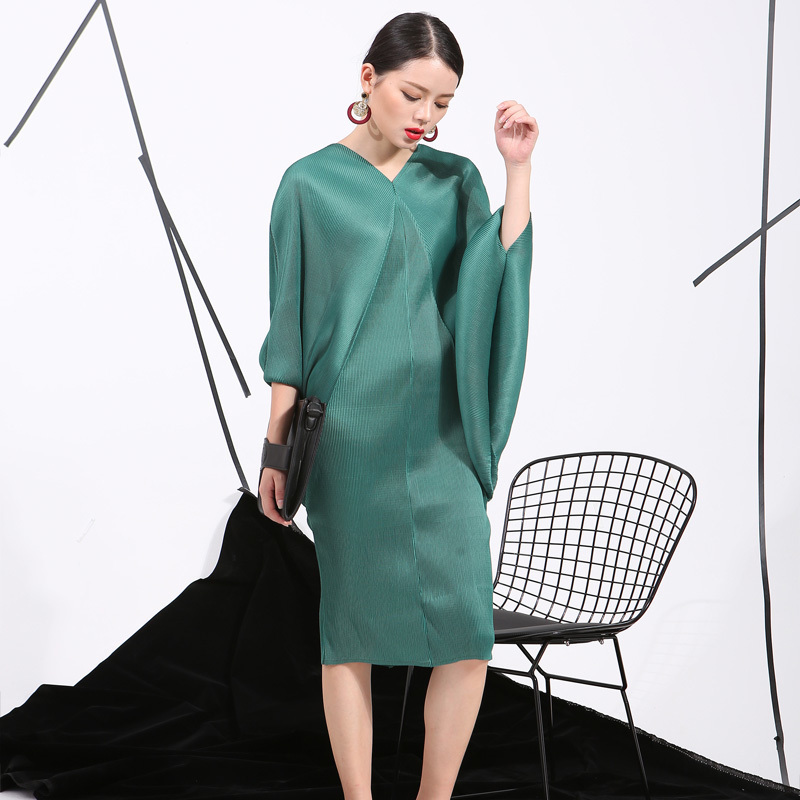 [eam] 2019 Spring Trendy New Crimp Bat Sleeve Design Big Size Loose Large Size Solid Color Dress Women Fashion Fu11191 Y19012201