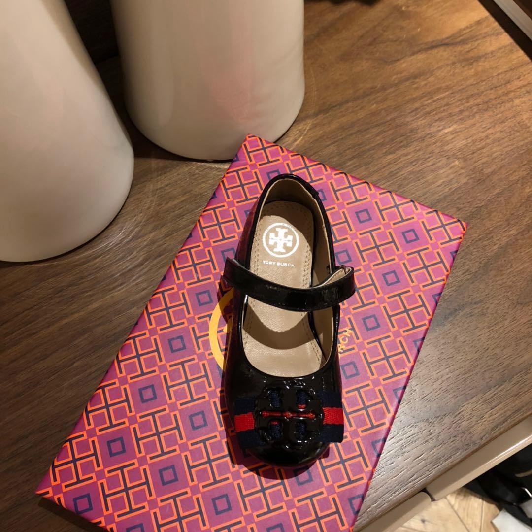 Crianças shoes primavera elegante rebite arco princesa shoes crianças de couro de patente de salto baixo chaussures enfants impressão carta sandálias f-f4