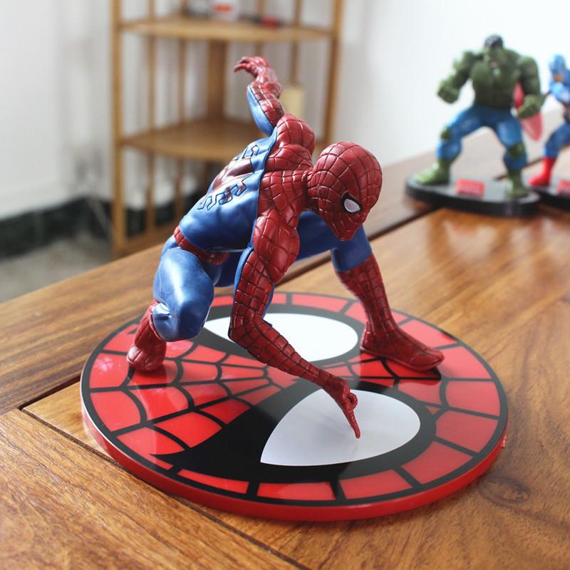 Big Spider-Man con base di bambole giocattolo decorativo con torta di compleanno Superman Dolls