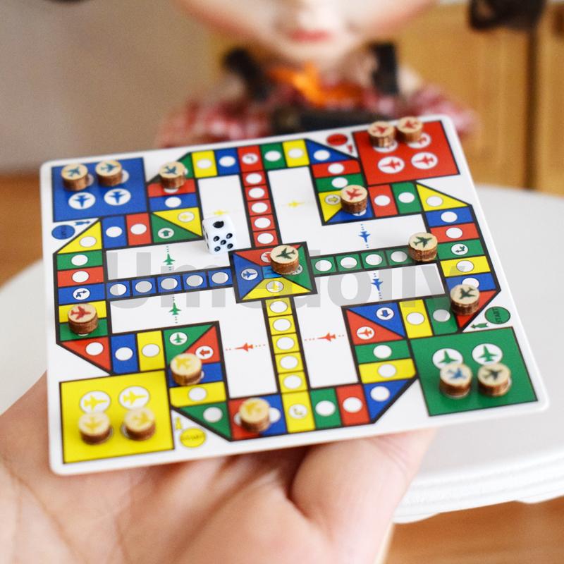 miniature dollhouse chess (3)