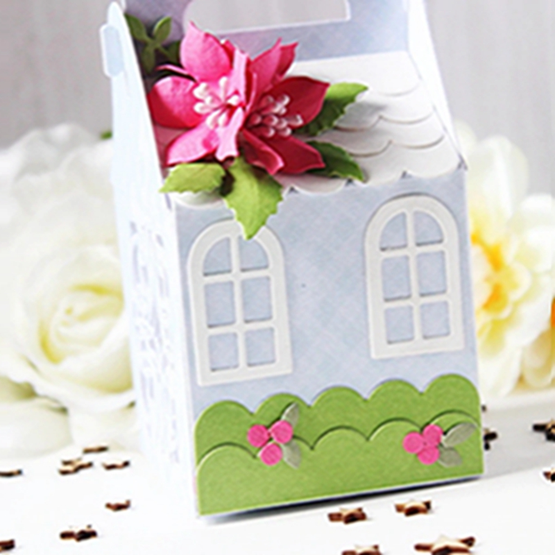 S6-153-Becca-Feeken-Charming-Christmas-Charming-Cottage-Box-Etched-Dies-project_5__00451.1536942618.webp