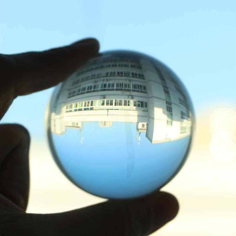 Rock Quartz Sphere Ball Reiki Healing Table Décor Natural Stone Gift 65-70MM