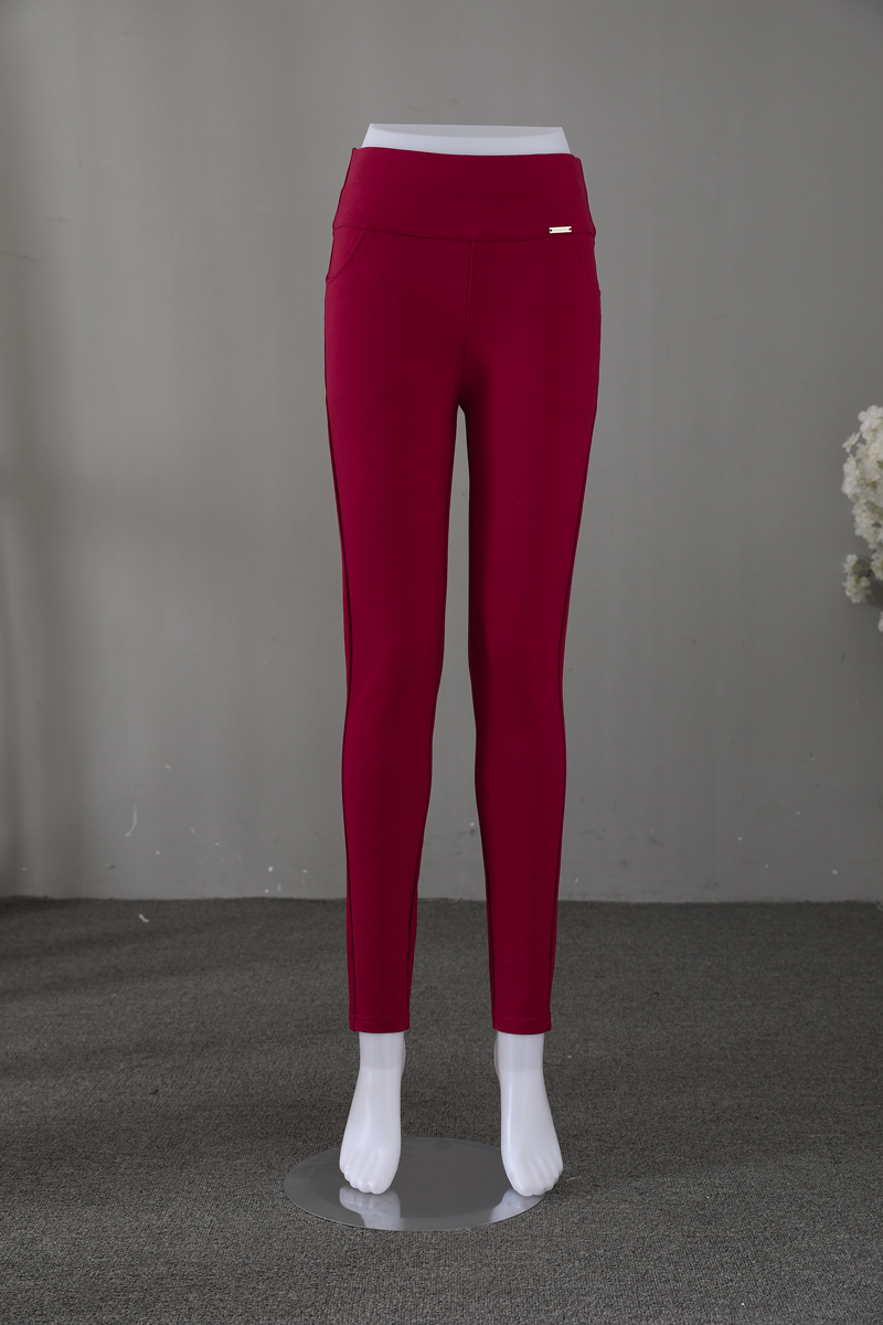 red pant (1)