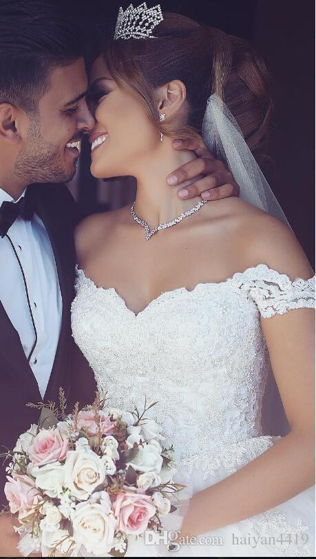 2018 Lace Arabic Ball Gown Wedding Dresses Off Shoulder Appliques Puffy Sweetheart Pearls Tulle Floor Length Long Vintage Cheap Bridal Gowns