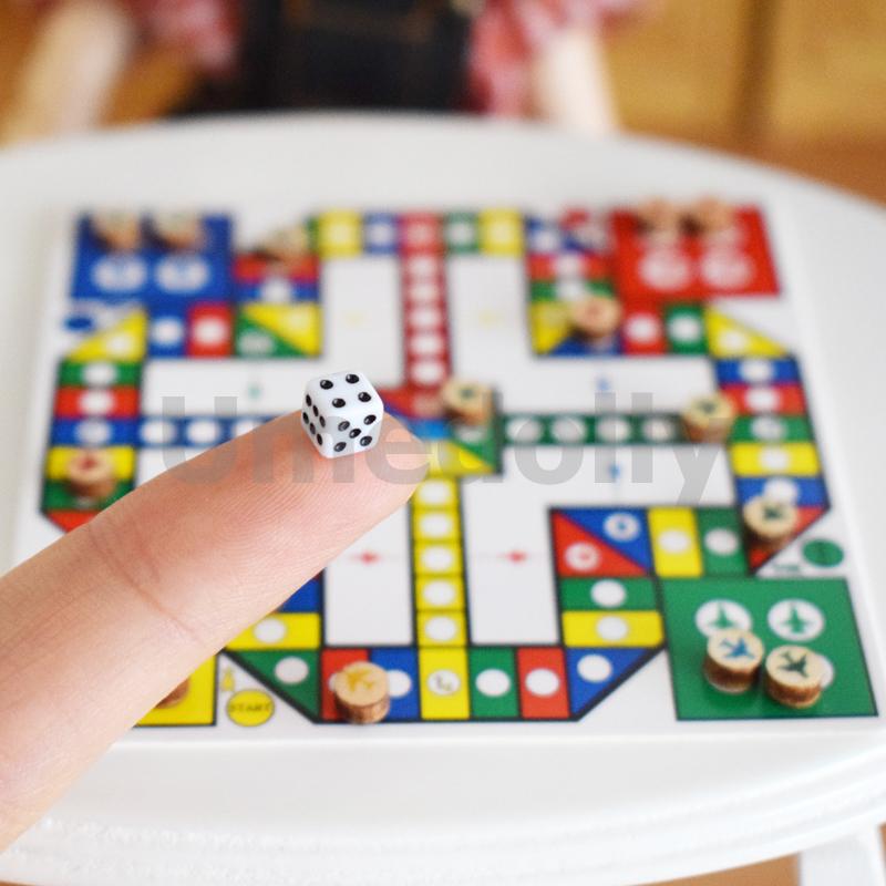 miniature dollhouse chess (4)