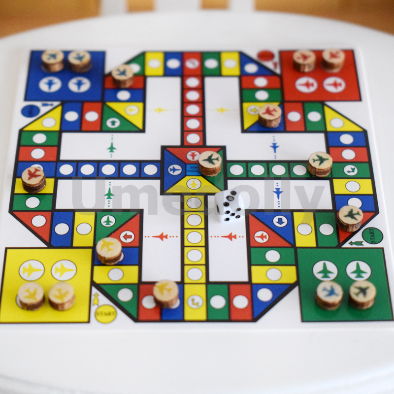miniature dollhouse chess (5)