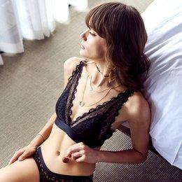 Смотреть онлайн сексуальное нижнее белье черные кружевные трусы стринги